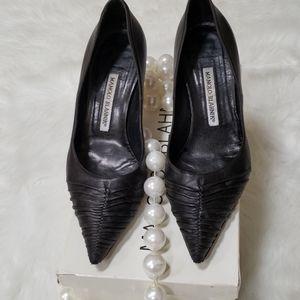 Manolo Blahnik size 371/2black heels